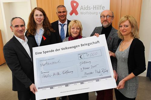 volkswagen mitarbeiter spenden euro an die aids. Black Bedroom Furniture Sets. Home Design Ideas